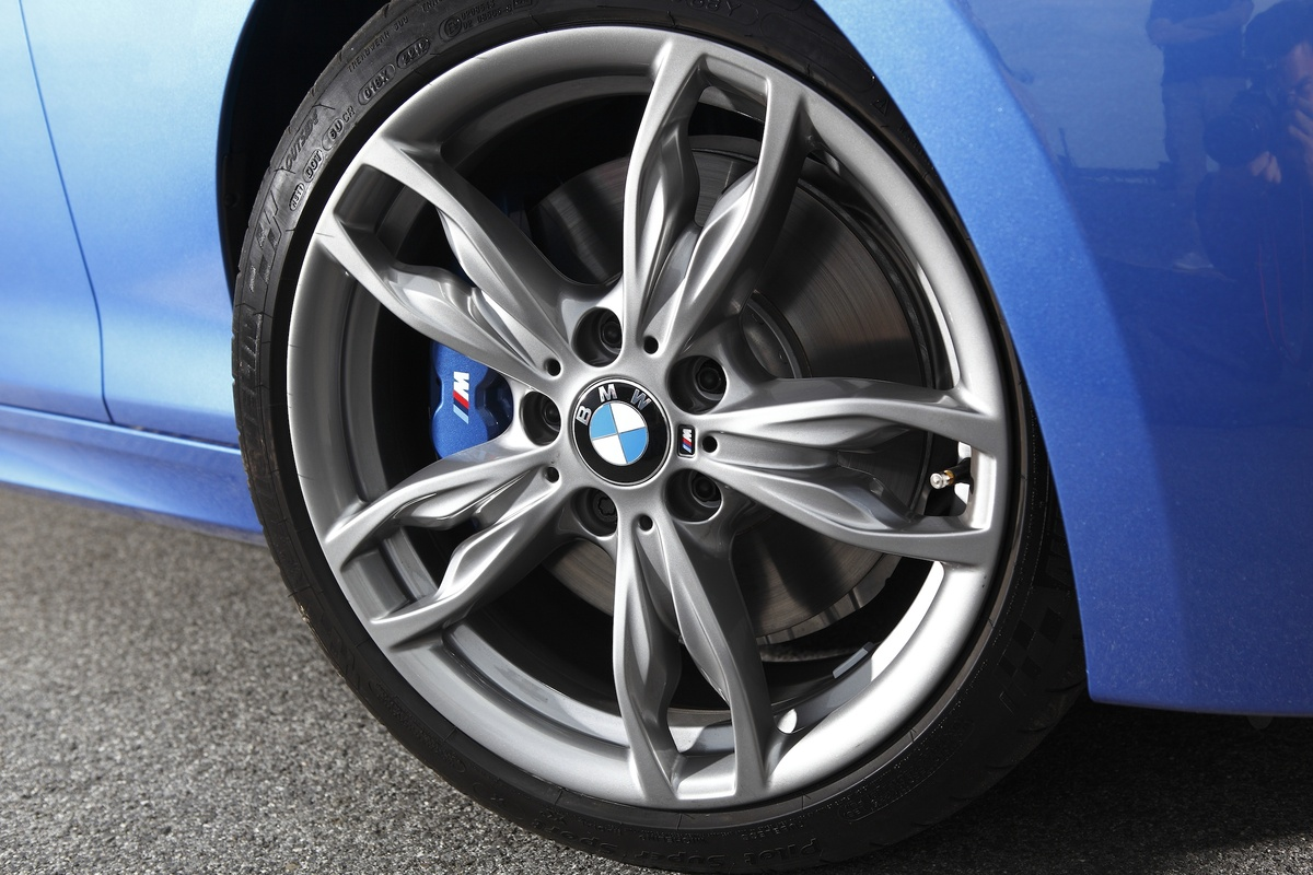 BMW-M135i-alloy-wheel